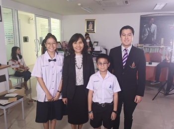 Students from Satit Suan Sunandha have an interview with the Deputy Permanent Secretary of Ministry of Education.