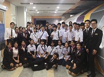 นักเรียนสาธิตฯ ดูการสอน วิทยาลัยนานาชาติ ศูนย์การศึกษานครปฐม  ม.สวนสุนันทา