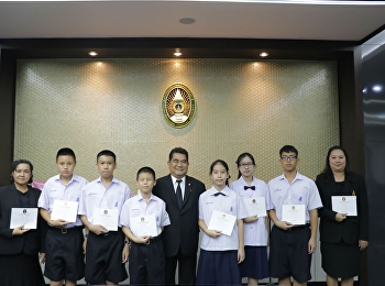 O-NET students, full scores, receive certificates from the University Council.