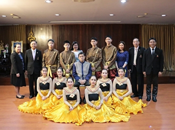 นายกสภา รับฟังรายงานจากนักเรียนที่เข้าร่วมโครการค่ายวิทยศาสตร์ และให้โอวาทนักเรียนที่กำลังเดินทางไปเผยแพร่วัฒนธรรม ณ สาธารณรัฐประชาชนจีน