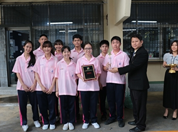 นักเรียนตัวแทนประเทศไทยในโครงการแลกเปลี่ยนวัฒนธรรม ได้รับโล่และถ้วยรางวัลในฐานะนักแสดงรับเชิญ