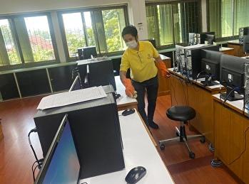 ทำความสะอาดในห้องเรียนและห้องปฏิบัติการช่วงพักกลางวัน