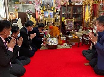 นมัสการพระเดชพระคุณพระธรรมกิตติเมธี ผู้ช่วยเจ้าอาวาสวัดราชาธิวาสวิหาร กรรมการมหาเถรสมาคม เพื่อถวายความนอบน้อมและขอรับพรเนื่องในวาระดิถีขึ้นปีใหม่ 2564