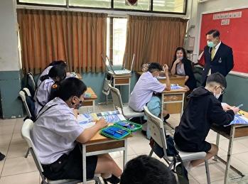 การเรียนการสอนในห้องเรียนพร้อมออนไลน์พร้อมกัน